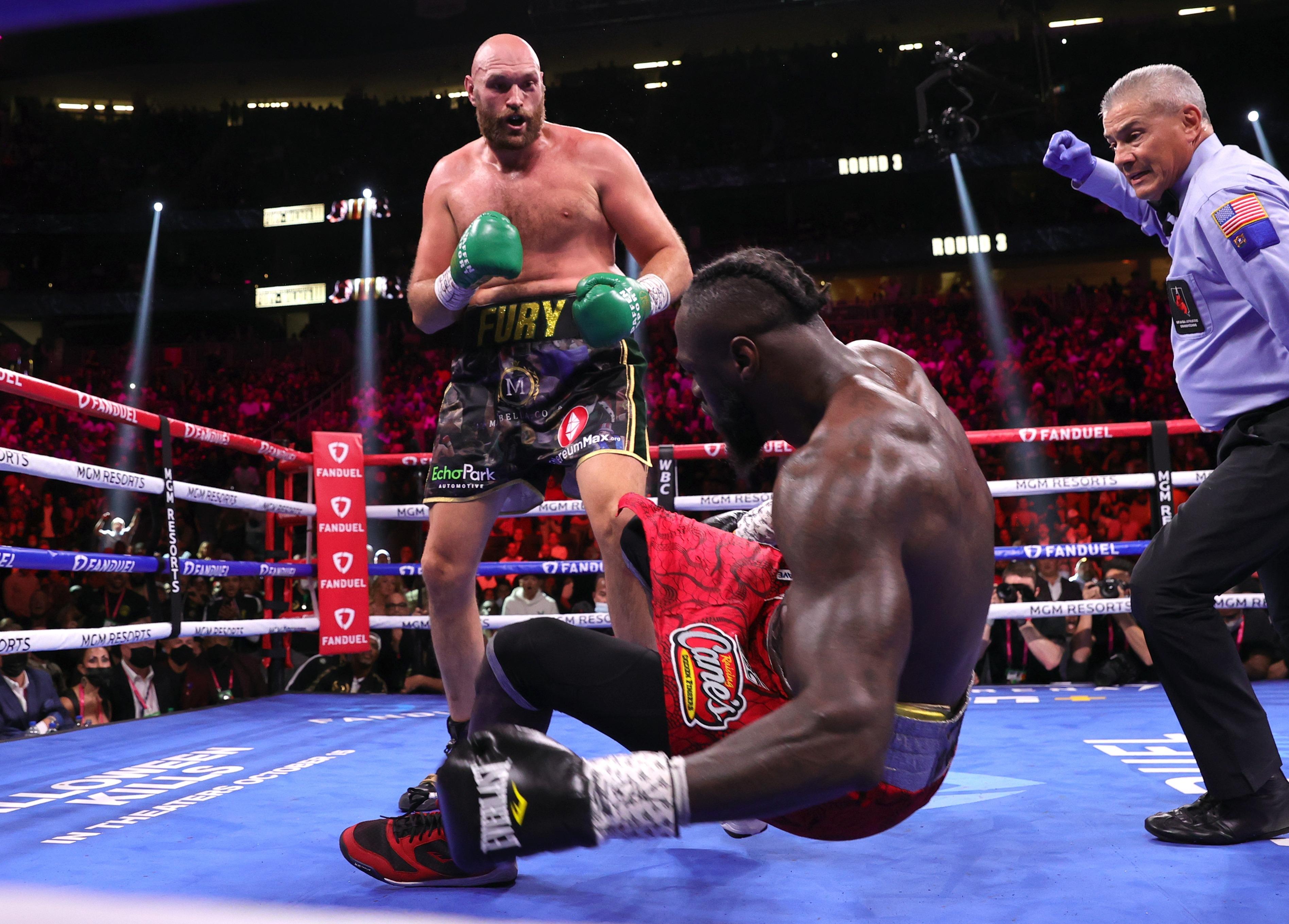 Highlights: Fury v Wilder III